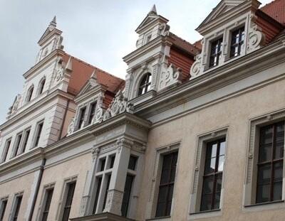 Residenzschloss Dresden: Fensterelemente mit antiken Strukturen